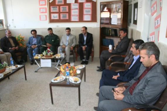به مناسبت هفته معلم/ دیدار مسئولین شهرستان با کارکنان آموزش و پرورش و تعدادی از معلمان مدارس هرسین+تصویر